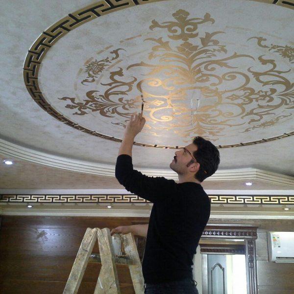 اجرای هنرهای موتیف ( طرح های اسلیمی ) و ورق طلا روی سقف و دیوار