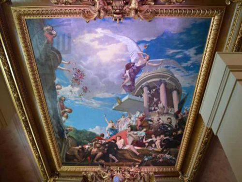 نقاشی فرشته روی سقف و دیوار